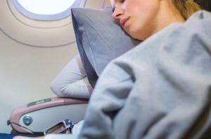 Comment s'endormir facilement en avion ?